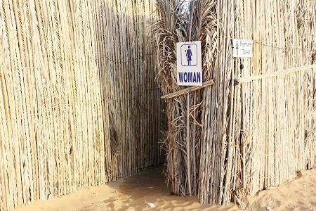 营地的女厕所