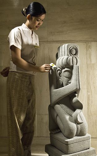 Therapist + Statue