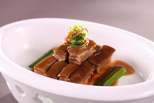 nEO_IMG_Shangri-La Hotel, Dubai Braised Dongshan Lamb in Sauce