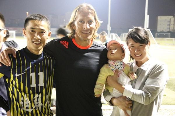 nEO_IMG_偶然到场的皇马前球星萨尔加多也加入冠军队伍狂欢