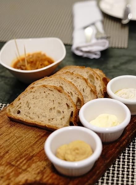 nEO_IMG_餐前面包