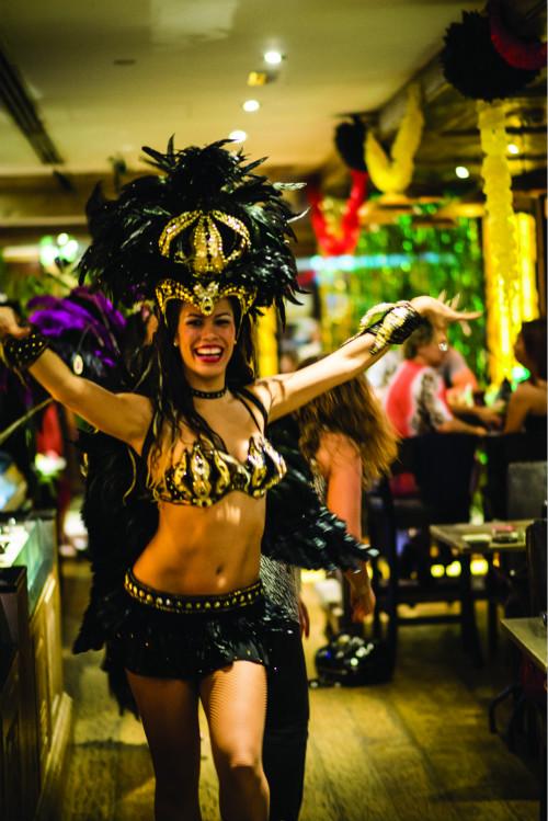Samba dancer - Fogueira Restaurant (2)_meitu_2
